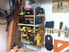 Cordless drill storage and charging station – DIY projects for everyone! Small Woodworking Projects, Woodworking Bench Plans, Woodworking School, Youtube Woodworking, Woodworking Books, Carpentry Tools, Woodworking Videos, Teds Woodworking, Garage Shed