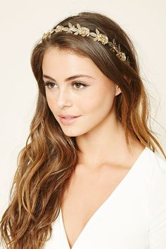 A high-polish headband embellished with etched floral décor.