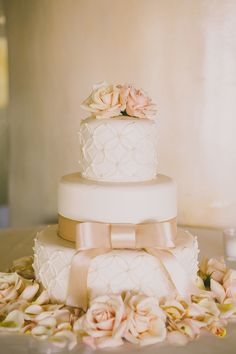 Pink bow wedding cake | Photography: Dave Richards Photography - dave-richards.com  Read More: http://www.stylemepretty.com/little-black-book-blog/2014/05/15/elegant-la-venta-inn-wedding/