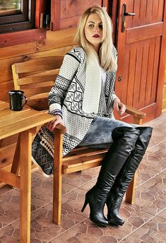 How you can style during the ground footwear, over the knee boots outfit ideas, plummet style, winter period design and style. Sexy Boots, Cool Boots, Black Boots, Looks Country, Over The Knee Boot Outfit, Stiletto Boots, Hot Outfits, Thigh High Boots, Fashion Boots