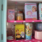 Cosa vorrei … Eccovi un paio di idee, di oggetti adatti ad una decorazione in vero/finto stile anni '50 ... perché quando Pomponette trasloca, arreda prima la cucina. http://pomponetteincucina.cucinare.meglio.it/vorrei/
