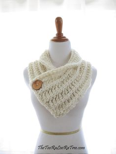 The Dublin: Urban, Chic, and engaging crochet scarf with large handcrafted wooden button- Gal I want to learn how to make this!!