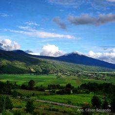 Vista hacia el Valle de Aranza y Paracho, Michoacán.