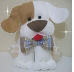 Cachorro em feltro 50 cm - fica em pé sem apoio. Ideal para mesa de aniversários. Opção de gravata, laço ou bandana, cores a sua escolha. R$ 60,00