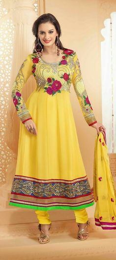 Evelyn Sharma Embroidered Anarkali Suit Weave your way into any party as Evelyn Sharma with this yellow georgette Anarkali suit. The stunning embroidered floral patterned neck patch and flared hemline bestows the attire with a perfect allurement. Anarkali Churidar, Salwar Kameez, Latest Anarkali Suits, Salwar Suits, Sabyasachi Bride, Designer Anarkali, Bollywood Fashion, Indian Dresses, Party Wear