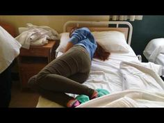 15. Sentar al usuario al borde de la cama.