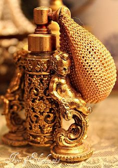 ** Absolute beautiful - This 24 karat gold plated double cherub perfume bottle with atomizer . Perfume Atomizer, Antique Perfume Bottles, Vintage Bottles, Perfumes Vintage, Gold Everything, Gold Aesthetic, Fru Fru, Beautiful Perfume, Shades Of Gold