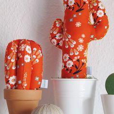 Colores que enamoran! Mucho mucho color para cualquier rincón! Este modelo y muchos más te esperan en www.kactusconk.etsy.com  Cactus de tela únicos e irrepetibles!  😘🌵❤️🐞 #cactus #cactis #tela #fabric #artesania #handmade #hechoamano #diy #decoration