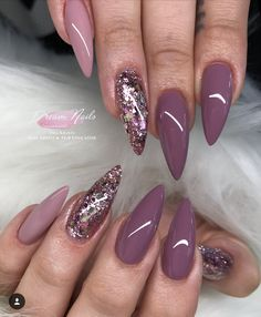 The advantage of the gel is that it allows you to enjoy your French manicure for a long time. There are four different ways to make a French manicure on gel nails. Fancy Nails, Trendy Nails, My Nails, Mauve Nails, Purple Nails, Gold Nails, Fabulous Nails, Gorgeous Nails, Nails 2018