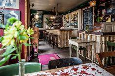 Beautiful Café and Restaurant in Düsseldorf. Mitten in der Altstadt: Wein, Flammkuchen, Atmosphäre: Die Bar Chérie - Lifestyle - http://Tonight.de