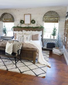 Farmhouse bedroom // farmhouse bed // rustic decor // Christmas bedroom
