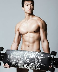 @a420122000: 32.9c!!!! 快來拋棄矜持讓眼睛吃冰淇淋吧崩潰 Damn Hot!!!!!!!!! #skater #muscular #damn #handsome #strong #man #sexy #photography #portrait  #weather #hot #sweat #sixpacks