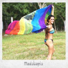 A canga mega colorida Modatopia combinando com a estampa do biquíni <3 <3 www.facebook.com/Modatopia