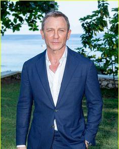 Commander James Bond 007 🇫🇷🇬🇧さんはInstagramを利用しています:「Daniel Craig at the Bond 25…」 Rachel Weisz, James Bond 25, Daniel Graig, Daniel Craig James Bond, Best Bond, Favorite Movie Quotes, Just Jared, Gentleman, Suit Jacket