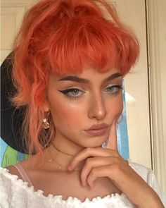Hot orange aesthetic hair colors & highlights for long or short hairstyles in 20 . - Hot orange aesthetic hair colors & highlights for long or short hairstyles in 2019 … # aesth - Orange Aesthetic, Aesthetic Hair, Aesthetic Colors, Aesthetic Makeup, Aesthetic Style, Aesthetic People, Hairstyles With Bangs, Pretty Hairstyles, Hair Inspo