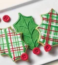 Plaid Tidings Holly Cookies from @Wilton Cake Decorating #christmas #wiltonchristmas #shareyourcreativity