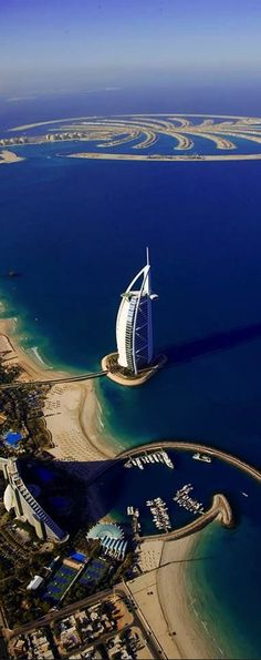 This i a place where i would love to skydive so i can enjoy the vieuw whilst i am falling fastly out of the sky. The vieuw of dubai is amazing with all the modern buildings and the beautifull sea.