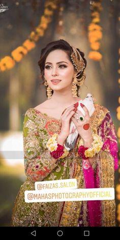 Nimra khan beautiful makeup Pakistani Bridal Makeup Hairstyles, Pakistani Wedding Outfits, Pakistani Wedding Dresses, Aiza Khan Wedding, Desi Wedding, Bridal Mehndi Dresses, Mehndi Outfit, Mehndi Brides, Bridal Looks