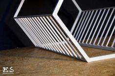 Handcrafted bench, painted in white matt steel, with smooth polished oak bench top; minimal style, minimalistyczna ława z dębowym siedziskiem i stalowym szprosowaniem, bezbarwnie lakierowana,  Randy, Kraina ES