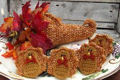 Thanksgiving Crochet Patterns Whether you're looking for a DIY Thanksgiving centerpiece, or a fun craft to take your mind of Thanksgiving menu planning . check out these free turkey and cornucopia crochet patterns! Crochet Fall Decor, Halloween Crochet Patterns, Crochet Garland, Crochet Flower Patterns, Crochet Flowers, Crochet Ideas, Autumn Crochet, Crochet Designs, Knitting Patterns