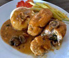 Roladki z kurczaka z cukinią w sosie pieczarkowym Mięso z kurczaka wypełnione farszem z cukinii, bazylii oraz serka śmietankowego zanurzone w kremowym sosie pieczarkowym to ciekawy pomysł na w miarę szybki i bardzo smaczny obiad. Takie roladki możemy podać z ziemniaczkami, kluskami lub kaszą.   Składniki: 3 pojedyncze filety z kurczaka 1/2 niewielkiej cukinii … Polish Recipes, Polish Food, Poultry, Baked Potato, Nom Nom, Chicken Recipes, Dinner Recipes, Food And Drink, Pizza