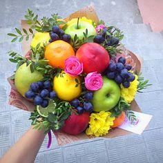 Букеты Fruit Flower Basket, Fruit Flowers, Flower Pots, Paper Flowers, Food Bouquet, Diy Bouquet, Candy Bouquet, Beautiful Flower Arrangements, Floral Arrangements