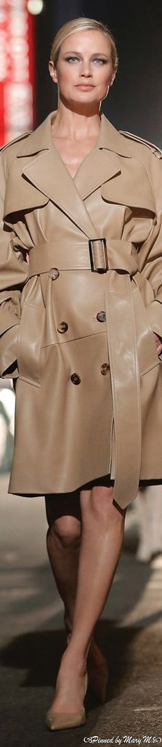 Michael Kors Fall, Eye For Beauty, Capsule Outfits, Michael Kors Collection, Autumn Fashion, Clothes For Women, Elegant, Leather, Jackets