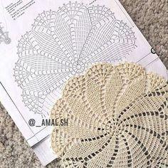Centrinho lindo por @_amal.sh #doillie #doily #toalhinha #crochet #graficos #esquemas