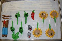 Little Kitchen (or New Hip) on the Prairie: Plants vs Zombies Cake Zombie Birthday Parties, Leo Birthday, Zombie Party, Birthday Cake, Birthday Stuff, Birthday Ideas, Zombies Vs, Plantas Versus Zombies, Fondant Tutorial