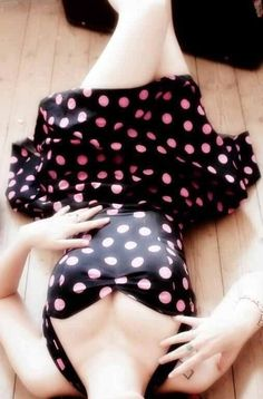 Love, love, love! Pretty in Polka Dots:: Pin Up Fashion:: Retro style:: Pin Up Dress:: polka dot dress