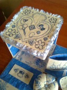 Costurero en cartonage y sus accesorios- punto cruz