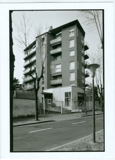 Wohnhaus Via Veneto Mailand Asnago + Claudio Vender Milanesa, Architecture Details, Installation Art, Skyscraper, Multi Story Building, Villa, Clouds, Landscape, Facades