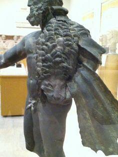 Hercules lion skin side