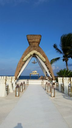 Really Gravitating Towards The Lanterns Chairs Chandelier And Table Arrangement Don T Love Cancun Weddingdestination