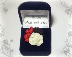 Кольцо с цветком из фоамирана, ягодами из глины и шишкой