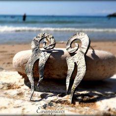 "✿ ""Octapus in Love""  Handmade silver stud earrings #evangelilies #handmadejewelry #χειροποίητο #handmade #jewelry #jewellery #earrings #handmadewithlove #handmadeearrings #madeingreece #madebyme #silverearrings #silverjewelry #jewlerydesign #jewelrylover #sterlingsilver #sterlingsilverjewelry #studearrings #oxidizedjewelry #reticulatedsilver #reticulation #metalsmith #summerlove #summerjewelry"