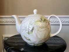Stechcol Gracie Bone Chine White With Black Polka Dots and Roses 4 Cup Teapot Belleek China, Coral Design, Tea For One, White Roses, Bones, Cool Art, Tea Pots, Vintage Teapots, Polka Dots