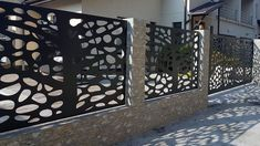 Garduri moderne in zona rezidentiala Pipera - Traforate. Pole Barn Trusses, Concrete Fence Wall, Gate Wall Design, Boundary Walls, Diy Home Crafts, Modern Wall, Decoration, Garden Design, Interior Design