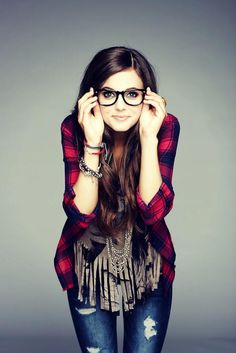I've been on the hunt for a plaid shirt like this for quite a while. Plus, I love the glasses on her.
