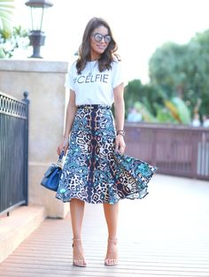 Look do dia: Midi estampada e camiseta!