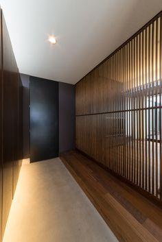シンプルな平屋の家・間取り(愛知県安城市) | 注文住宅なら建築設計事務所 フリーダムアーキテクツデザイン Japanese Modern, Japanese House, Minimalist Architecture, Interior Architecture, Japanese Architecture, Zen Interiors, Japan Interior, Minimal Home, House Entrance