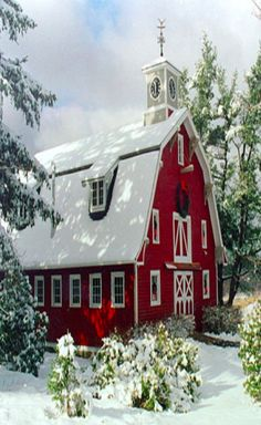 Christmas at the red barn church! Church in a barn at Christmas! Mill Farm, Farm Barn, Country Barns, Country Living, Country Life, Country Chic, Old Churches, Red Barns, Old Buildings