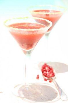 Pomegranate, vodka and basil cocktail/drunken pomegranate
