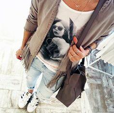 Outfit der Woche! Fun Velours Fransenjacke: Gipsy - Boyfriendjeans: Hilfiger Denim - Print-Shirt: Yaya - Beutel: Liebeskind #fashion #ootw