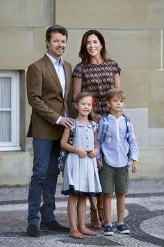 Tanskan suloiset pikkukuninkaalliset juhlivat synttäreitään – hovi julkaisi hurmaavat potretit 7-vuotiaista kaksosista - Kuninkaalliset - Ilta-Sanomat
