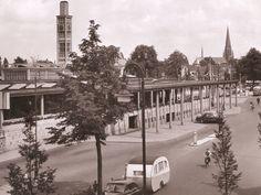 Enschede Het station is het eerste onder architectuur gebouwde station (H.G.J. Schelling) van na de oorlog. Gebouwd in 1950 Netherlands, Paris Skyline, The Past, History, Travel, Pictures, The Nederlands, The Netherlands, Historia