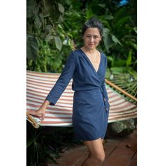 Vondel by Halfmoon Atelier is wrap top + dress that is a feminine, easy-to-wear true wrap with a deep V neck and a long waist tie to close. Sewing Patterns Free, Free Sewing, Apron Patterns, Fabric Patterns, Dress Patterns, Sewing Hacks, Sewing Tutorials, Sewing Tips, Sewing Ideas