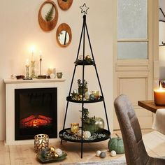 Schwarze Etagere aus Metall entdecken Environment, Black Metal, Christmas Decorations, Asylum, Home Decor Accessories, Decorating, Ad Home, Homes