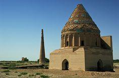 The mausoleum of Sultan Tekesh (1172 - 1200).Turkmenistán