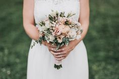Lovely natural bride's bouquet using only pastel colors and some eucalyptus. Bride Bouquets, Pastel Colors, Just Love, Photo And Video, Wedding Dresses, Lost, Instagram, Decoration, Videos